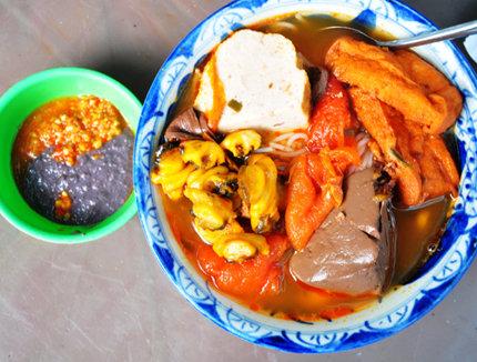 Review những  quán bún riêu hút khách ở Sài Gòn