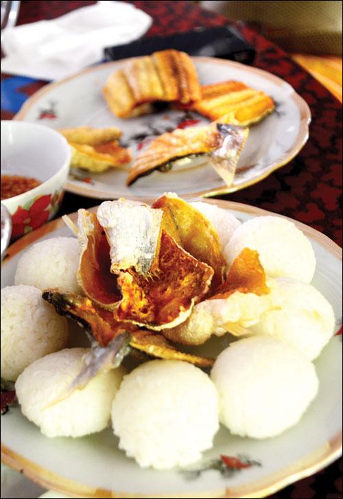 Cơm nắm - cơm niêu ẩm thực truyền thống Việt Nam