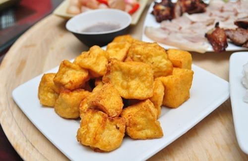 Bánh tráng cuốn mâm gỗ khu Thành Công