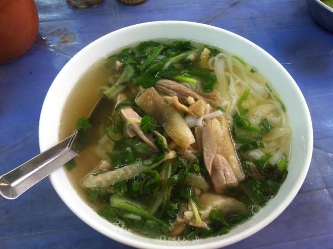 Hà Nội: Xếp hàng ăn phở gà hơn 100.000đ/bát