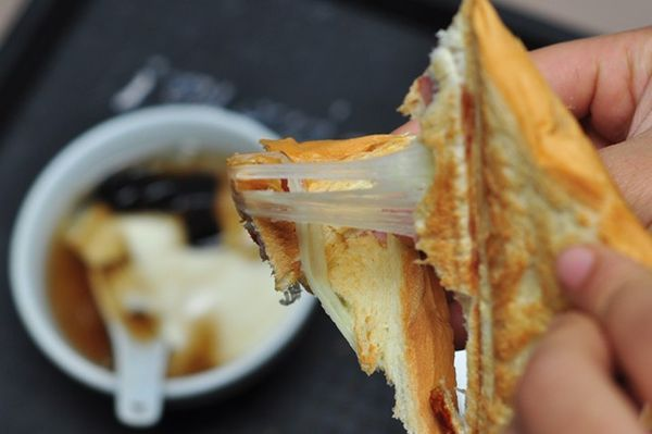 Xuýt xoa bánh kẹp với tàu hũ nước gừng nóng hổi tối mùa đông