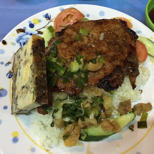 Một ngày ăn đặc sản bình dân ở Sài Gòn