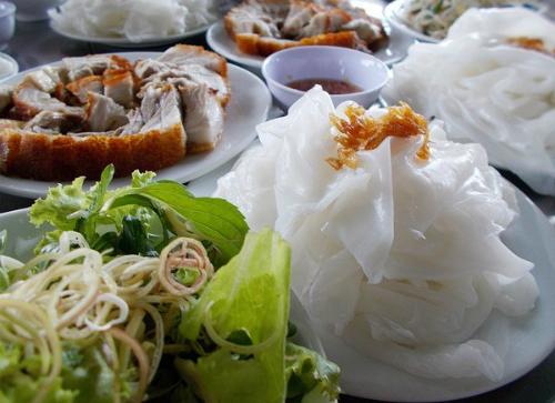 Bánh ướt Truồi và cơm Âm Phủ lạ miệng xứ Huế
