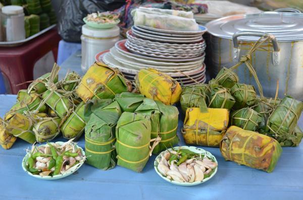 Nem chua cuốn hè phố hơn nửa thế kỷ ở Khánh Hòa
