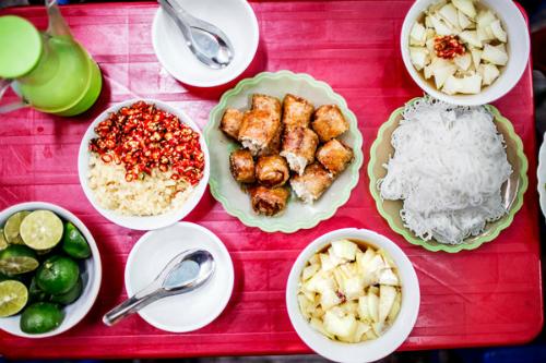 Cảm nhận về ẩm thực đường phố Việt Nam của du khách Tây