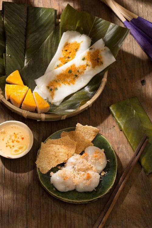 Trổ tài làm bánh nậm xứ Huế