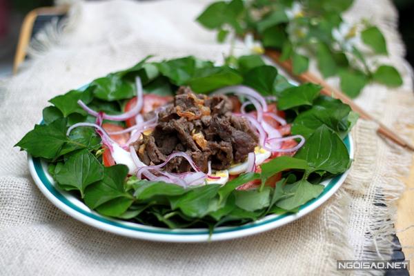 Rau diếp cá trộn thịt bò