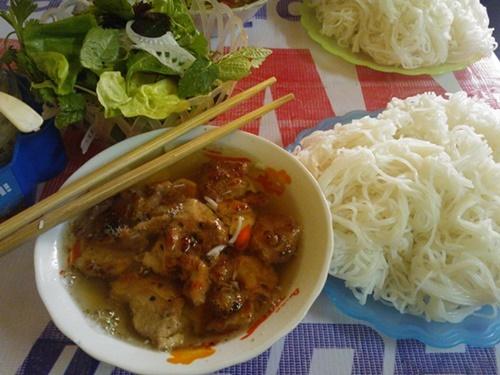 Bún chả ngon đúng vị Hà Nội tại Sài Gòn