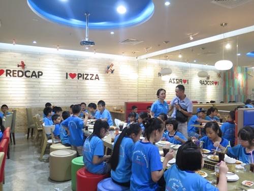 Quán pizza ngon thu hút học sinh trong Vincom Royal City