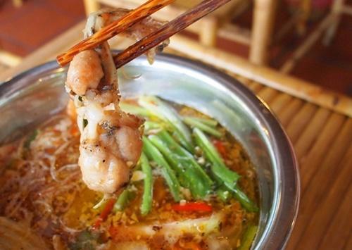 Nấu lẩu ếch măng chua cho những ngày Sài Gòn dịu nắng